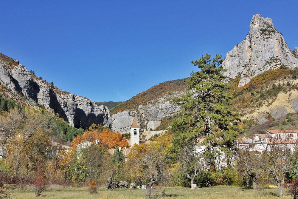 Eglise et falaises d'Orpierre